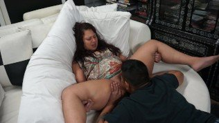 Milf with hairy pussy, orgasms in guys mouth